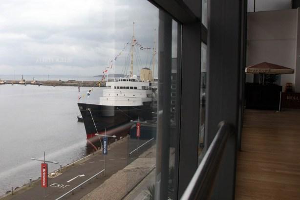 Royal Yacht Britannia im Hafen von Edinburgh
