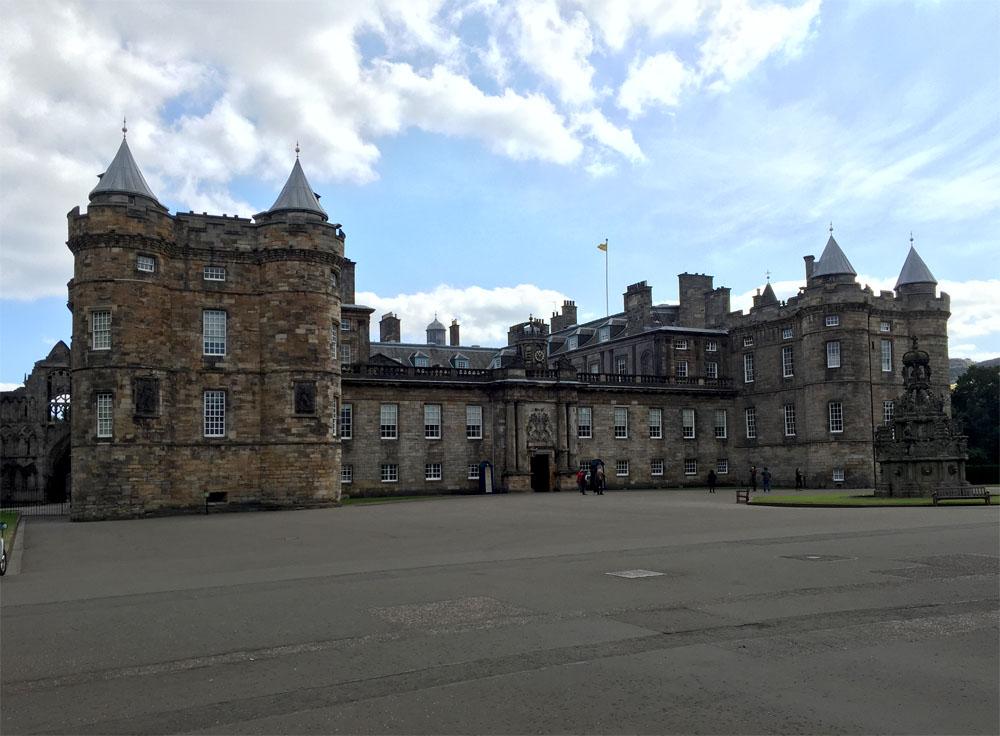 Holyrood House, offizielle Residenz Ihrer Majestät in Schottland
