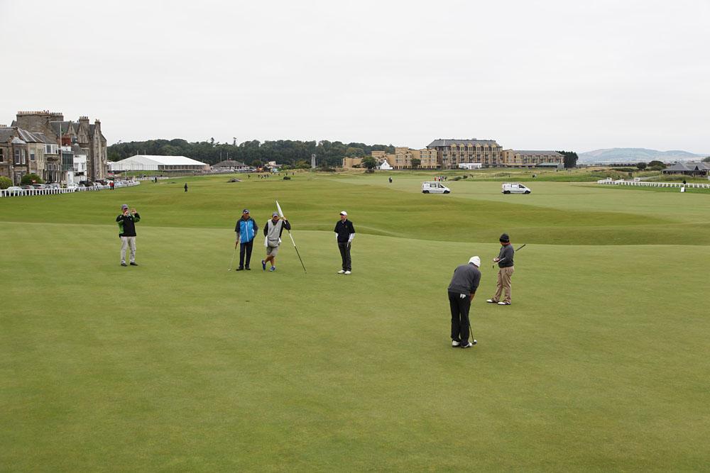 Golfer am Loch 18