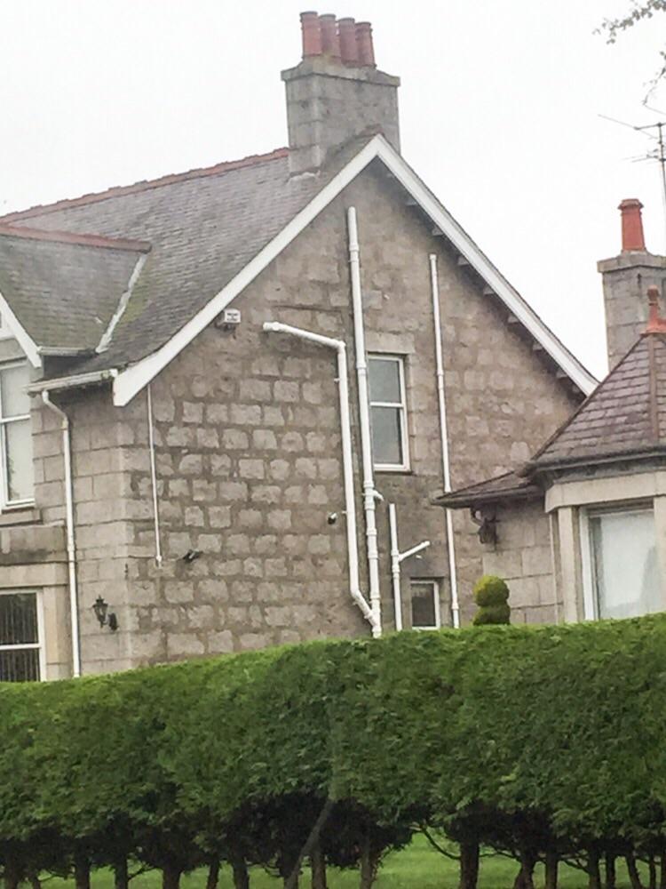 Abwasserrohre an Häusern in Aberdeen