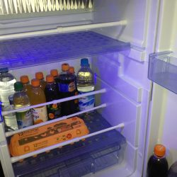 Wohnmobil Zubehör-Tipp für aufgeräumte Schränke: So sicher verstaut fällt nichts mehr aus Schrank und Kühlschrank