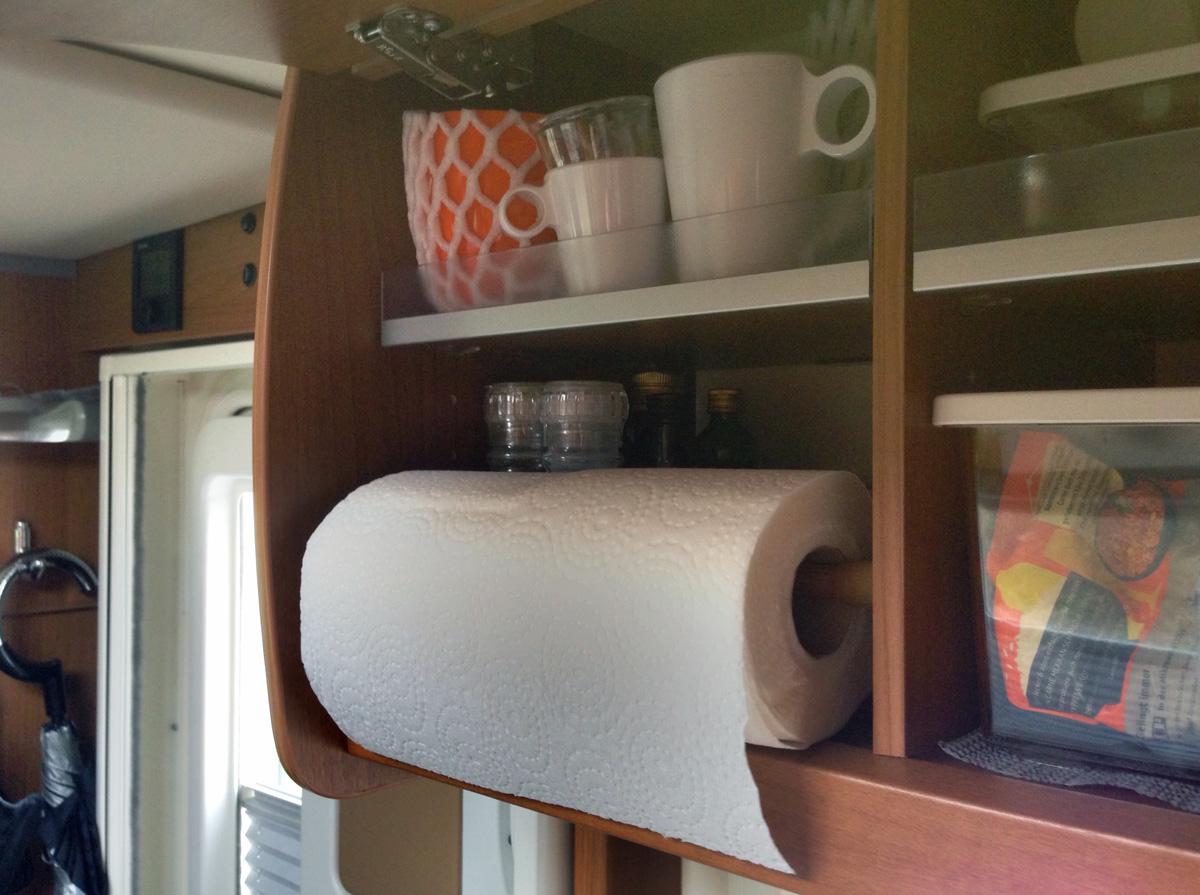 wohnmobil zubeh r so f llt nichts mehr aus dem wohnmobil schrank. Black Bedroom Furniture Sets. Home Design Ideas