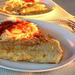 Kochen im Wohnmobil: Töpfe, Geschirr und Teekessel für den Campingeinsatz