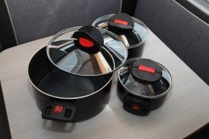 Stapelbare Camping-Kochtöpfe von Ballarini für das Kochen im Wohnmobil