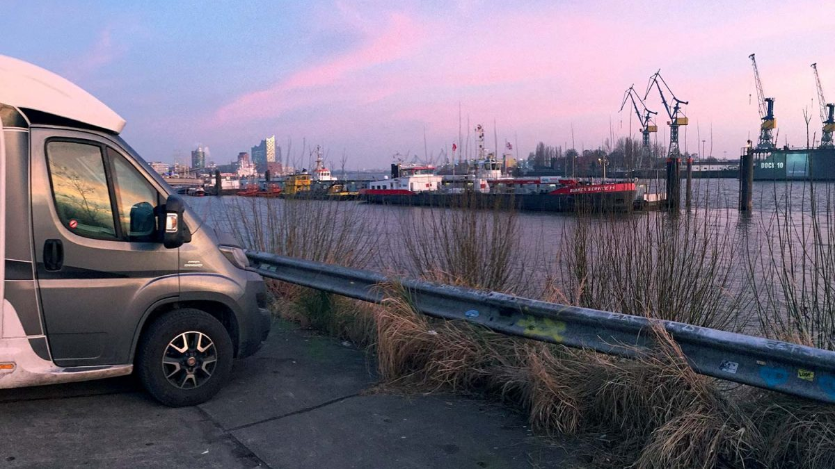 Wohnmobil Stellplatz Hamburg: Hafen Landungsbrücken Fischmarkt
