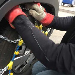 Schneeketten gehören beim echten Wintercamping ins Gepäck