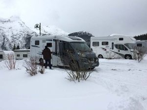 Winterfestes Wohnmobil: Draußen Winter Wonderland, innen kuschelig warm und gemütlich: so geht Wintercamping.