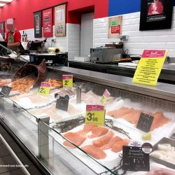 Fischabteilung im Supermarkt in Frankreich