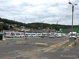 Weiterer Stellplatz für größere Wohnmobile im Hafengelände von Fécamp