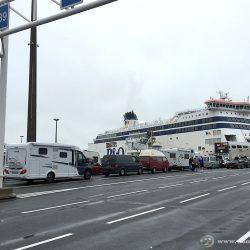 Der echte Beginn der Wohnmobilreise nach Schottland: Auf der Wartespur in Calais für die Fähre nach Dover