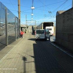 Einfahrt in den Eurotunnel Zug