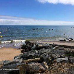 Kinder beim Wassersport an Omaha Beach