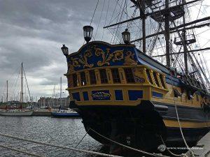 Altes Korsarenschiff im Hafen von Saint Malo